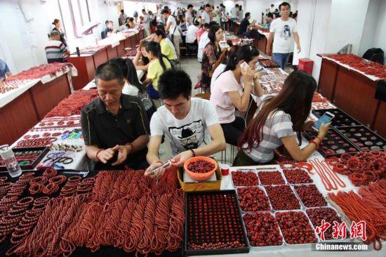 探访中国最大南红玛瑙交易市场
