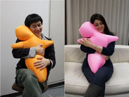 日本新抱枕面料如人类皮肤体验另类亲密感(图)