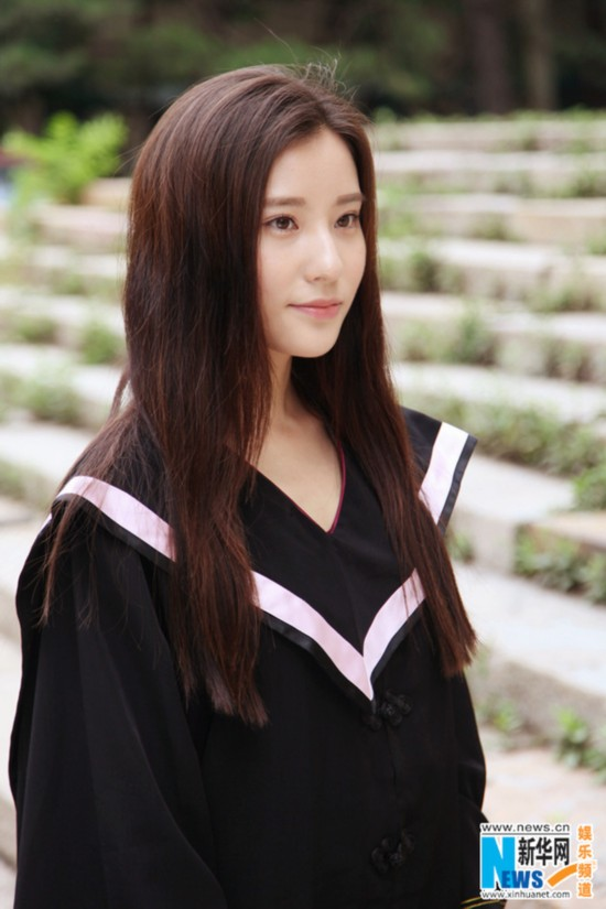 曝北电最美女生鲍天琦毕业照 参演湖南台电视