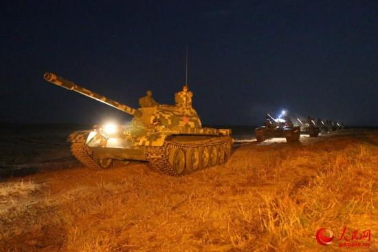 坦克编队夜间驾驶训练