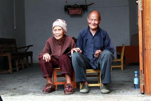 百岁夫妇恩爱相伴84年