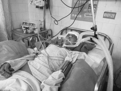 13岁男孩遇车祸昏迷 9岁时母改嫁12岁父病逝