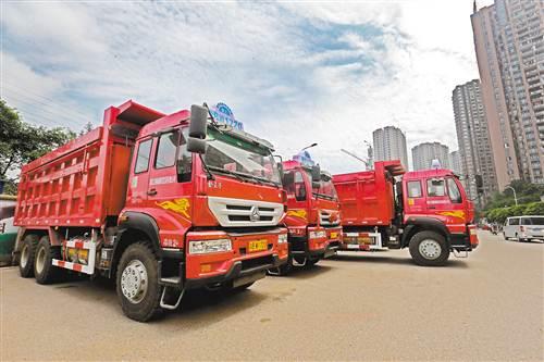 重庆首批LNG渣土运输车投用