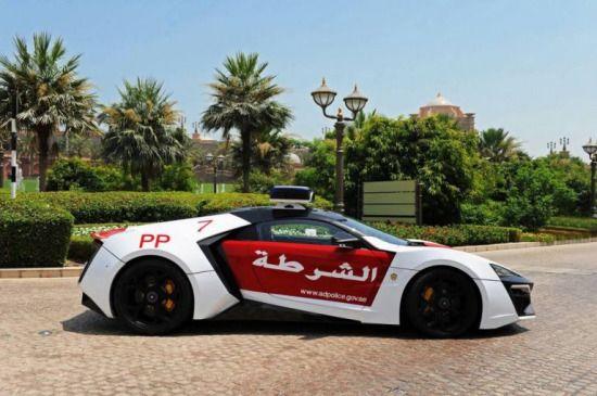 阿布扎比警方不差钱豪掷200万英镑购跑车巡街(图)