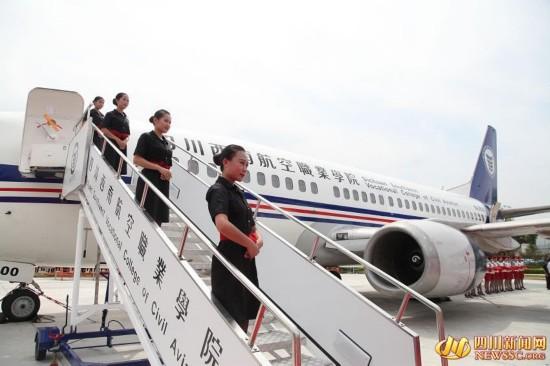 6月10日,一架美国航空公司的波音737-300民航退役飞机入驻四川西南