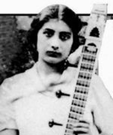 努爾·艾娜雅特·汗