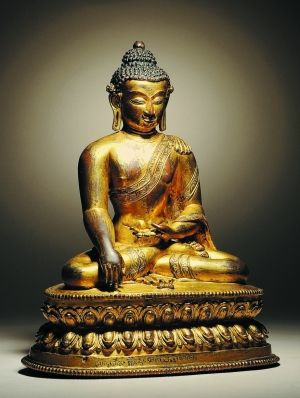 14世纪 铜鎏金阿�z佛 此像充分展现了尼泊尔马拉王朝时期造像的精髓。拍卖成交价105.8万元。