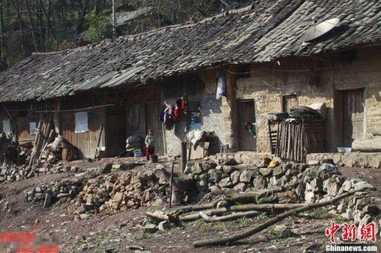 探访贵州毕节的留守儿童 房屋破旧无电灯
