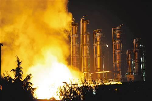 南京德纳化工厂爆炸