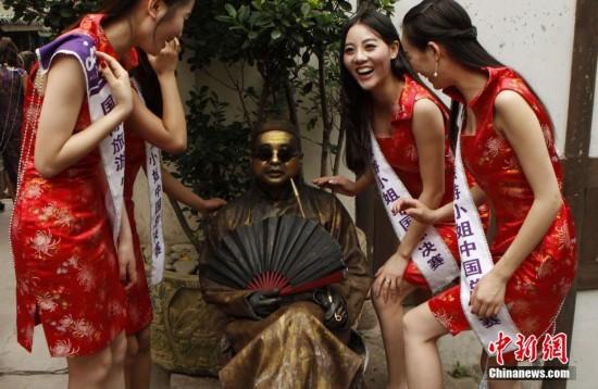 2015国际旅游小姐中国总决赛佳丽古镇展风采