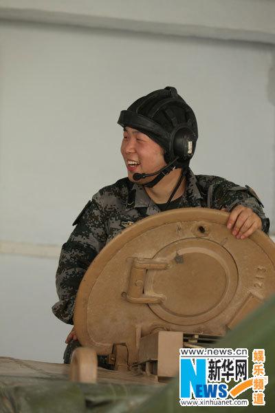 杜海涛登坦克动作迟缓 被调侃把坦克蹭掉皮