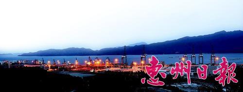 傍晚时分的惠州港。