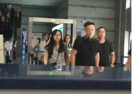弄丢行李陈奕迅太原机场发飙 冯小刚董卿明星发飙为了啥