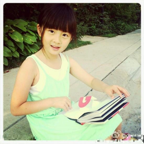 黄忆慈 小名多多 英文名Christine 为著名演员黄磊和孙莉的女儿 出生于2006年2月6日