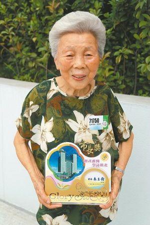 台湾阿嬷70岁才上学90岁了还要念高中(图)