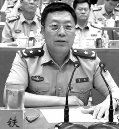 黑龙江省军区原司令员寇铁。