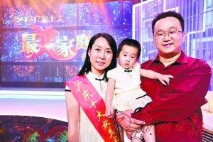 董淑猛一家三口在一起。廣州日報記者高鶴濤 攝