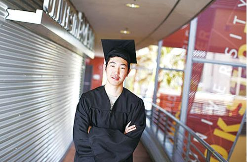 美16岁华裔学生攻读双博士冀21岁当数学教授