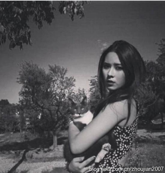 姜文21歲混血女兒長發嫵媚美艷動人