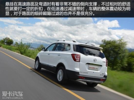 操控方面,车辆采用了eps电子助力转向,操作更加轻柔,市区停车及调头