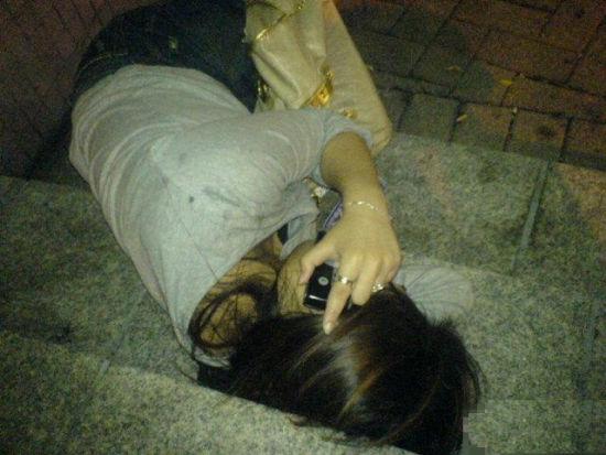 三饮料深夜街头迷奸精神病女:春药中下情趣(图档内裤开的好看吗男子图片