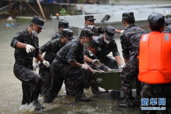 (社会)(2)广西紧急处置一万多头被淹死生猪