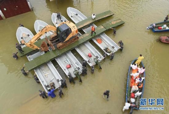 (社会)(1)广西紧急处置一万多头被淹死生猪