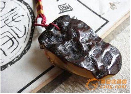 蜜蜡黑皮是怎么形成的