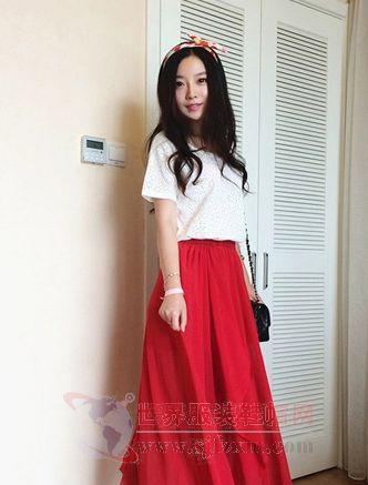 T恤搭配半身长裙 造型显得美美哒