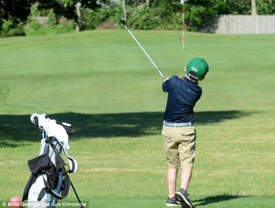 美6岁男孩打高尔夫筹3万美元善款 纪念癌症过世同学【2】