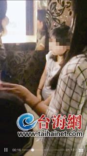 少女被逼下跪连说17次对不起 有男生起哄脱衣服