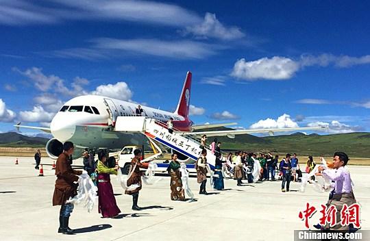 四川藏区康定稻城机场四地同飞首航成功
