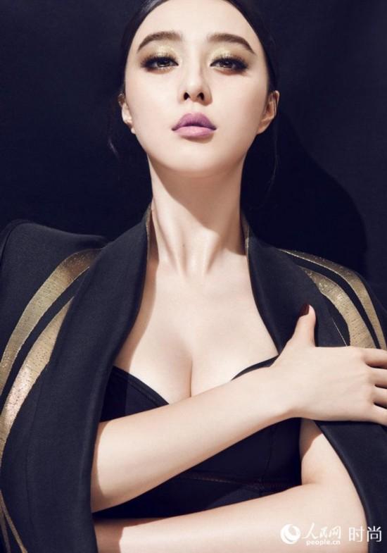 标准的瓜子脸、杏仁型的大眼睛、挺秀的鼻子、花瓣一样的双唇、玲珑有致的身材,再加上性感的胸臀,范冰冰已成为大陆女星中很受关注的一位女星。