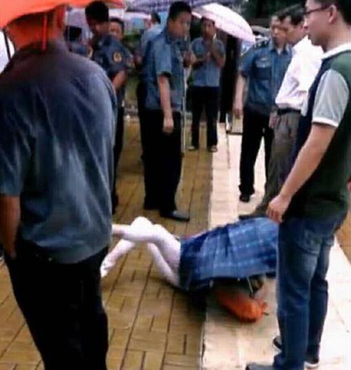 河南鶴壁官員被曝當眾推倒女下屬 當地紀委調查