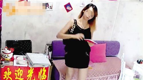 女贼得手时尚聊天后淡定签名v时尚视频曝光引小视个性火山频打扮图片