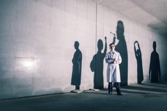 史上最酷医学生毕业照:白袍在手 仁心我有