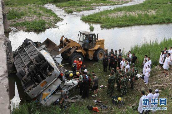 吉林28人旅游大巴冲出大桥 10名韩国人身亡