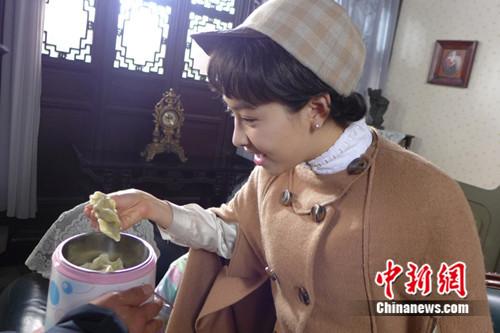 宋茜曾与杨洋合作《茧镇奇缘》 吃货附体搞笑