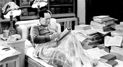 毛主席爱读书的故事感受_读《毛泽东爱读书的故事》有感_500字