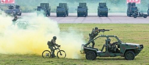 台湾举行抗战阅兵:武器不新鲜 对日暧昧?