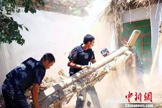 新疆公安机关组织警力全力投入皮山地震抢险救灾