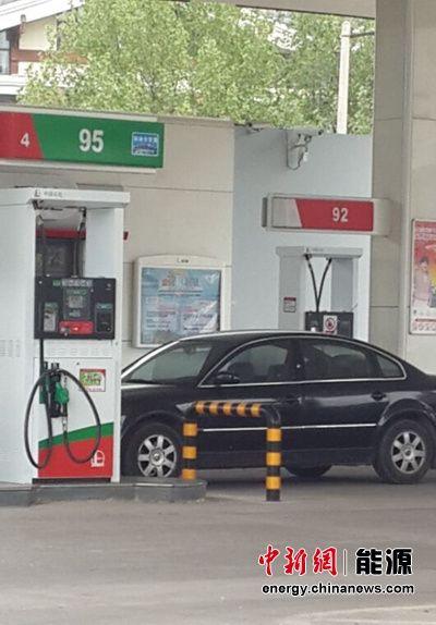 国内油价周二再迎调价窗口小幅下调概率大