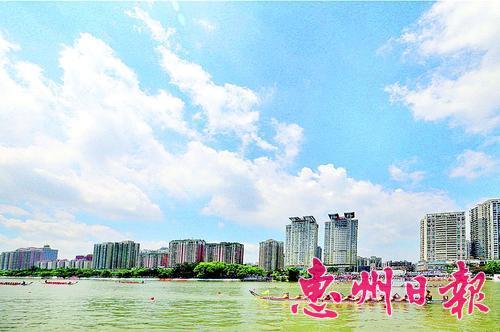 """近年來,我市空氣優良天數比例保持90%以上,""""惠州藍""""成為令市民自豪的一張城市名片。 本報記者黃俊琦 攝"""