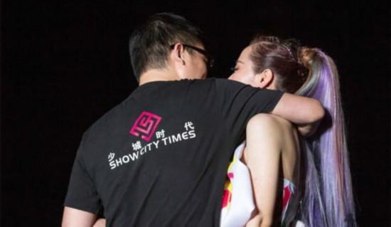 张靓颖男友回应传闻揭冯轲资料 超女十年:叶一茜何洁变辣妈