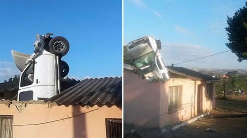 天上掉下一辆车:男子驾车掉入屋中房主梦中惊醒