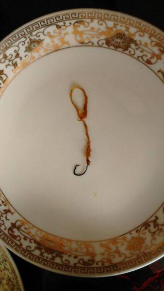 男子餐馆吃鱼吃出鱼钩 老板称很正常(图)