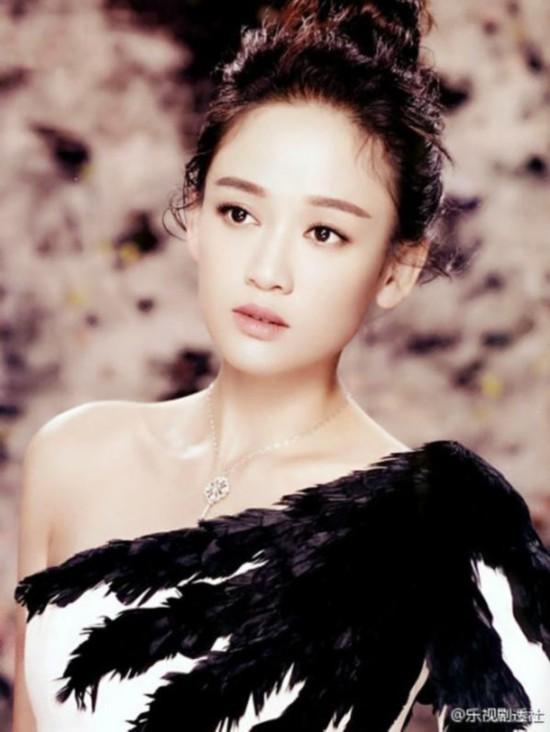 陈乔恩唯美婚纱大片 性感俏皮彰显女王范图片