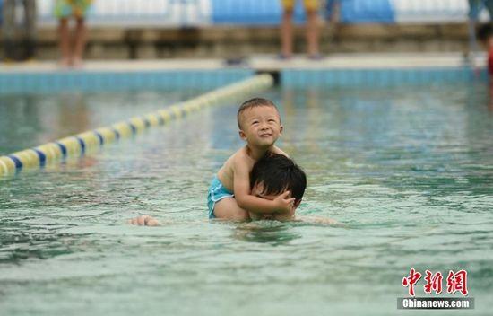 儿童夏季游泳需警惕 干性溺水 夺命悄无声息
