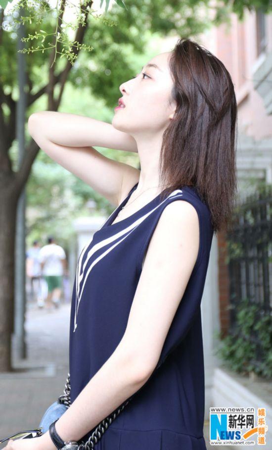 蒋梦婕拍夏日清凉写真 动静皆宜宛若精灵