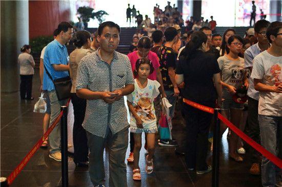 国家大剧院邀500来京建设者观看《爱之甘醇》